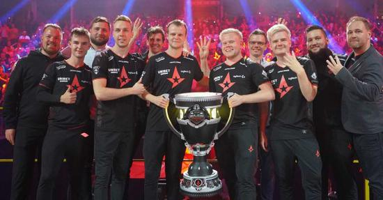 全球首例:丹麦CS冠军战队Astralis玩游戏玩到上市